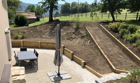 Paysagiste à Arbin spécialisé création de mur en bois en pin traité et en pierre naturelle