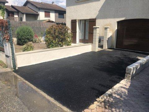 Benjamin Paysages 738 - Réalisation d'un accès de garage en enrobé à Chambéry