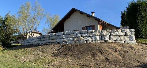 Réalisation d'un enrochement autour d'une maison vers Chambéry
