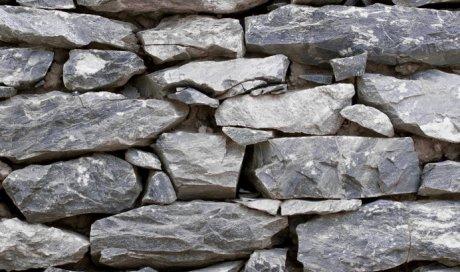 Pose et installation de clôture en pierre naturelles à Vivier du Lac