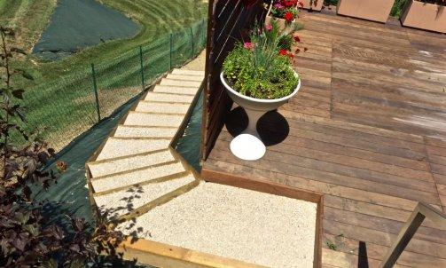 Escalier en rondin traité